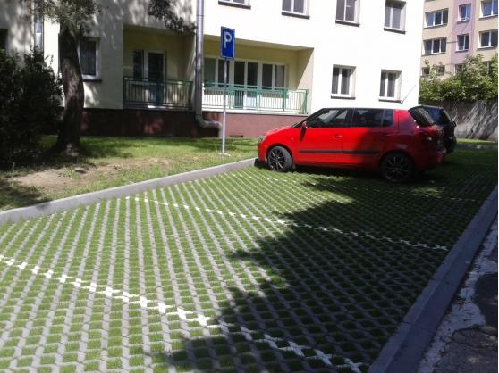 Parkoviště u DPS Třinec - Sosna