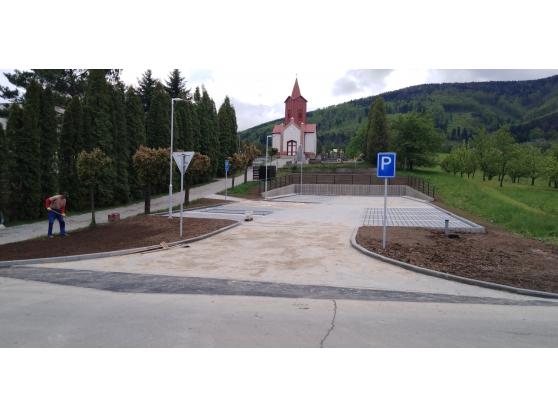 Parkoviště u hřbitova v Oldřichovicích